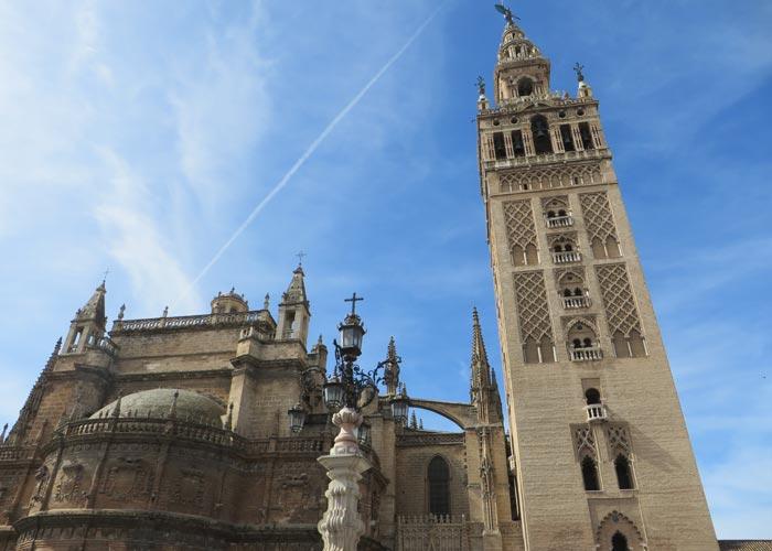 Vista de la Catedral y la Giralda monumentos de Sevilla