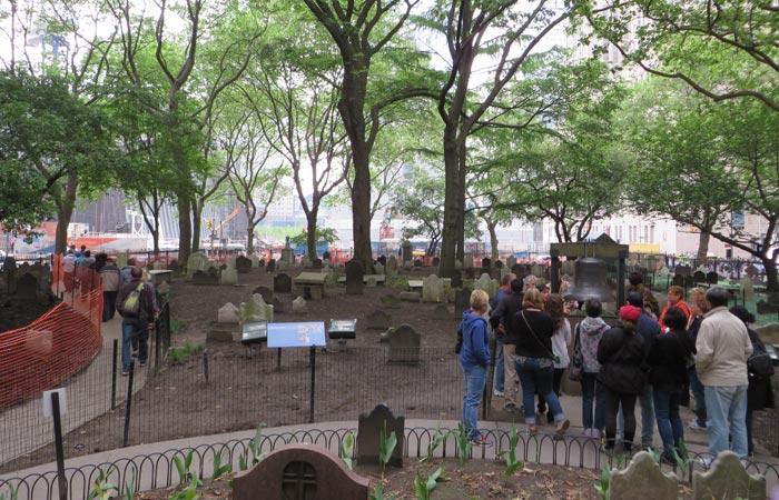 Cementerio y Campana de la Esperanza en St. Paul's Chapel