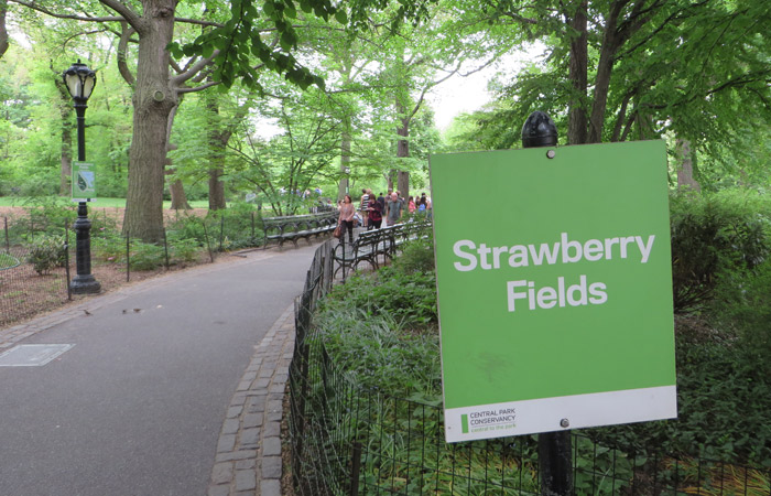 Entrada a Strawberry Fields Memorial paseo en bici por Central Park
