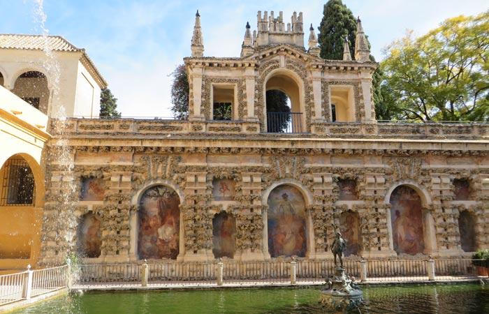 Estanque de Mercurio en los Reales Alcázares monumentos de Sevilla