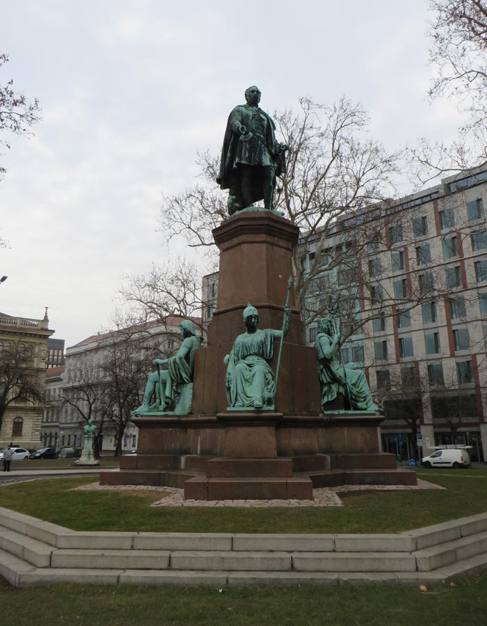 Estatua de István Széchenyi en la plaza Roosevelt