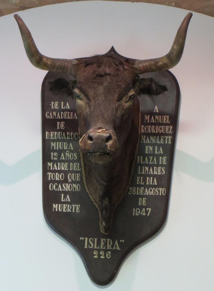 Cabeza de Islera, la madre del toro que mató a Manolete monumentos de Sevilla