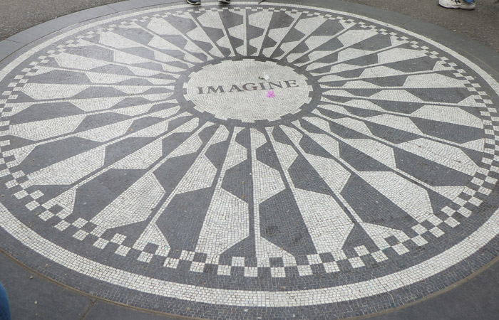 Mosaico de Imagine en Strawberry Fields paseo en bici por Central Park