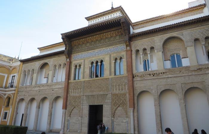 Portada del Palacio de Pedro I en los Reales Alcázares monumentos de Sevilla