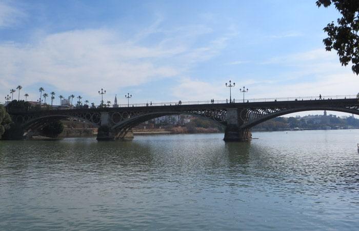 Puente de Triana qué ver en Sevilla en dos días