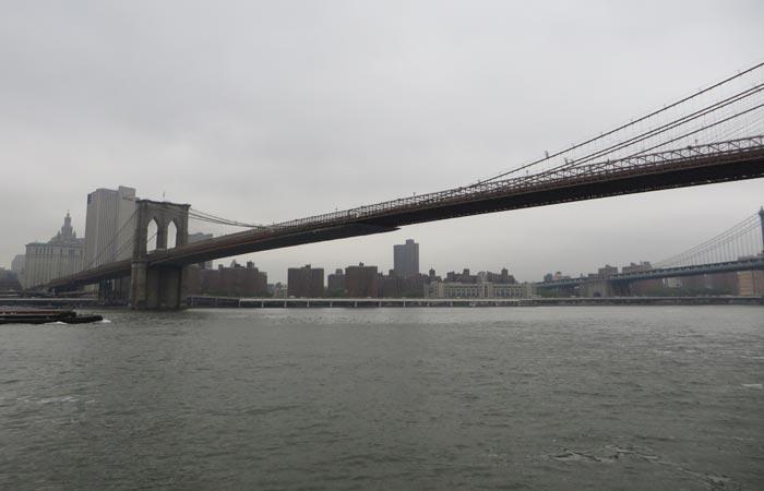 El Puente de Brooklyn desde el parque del mismo nombre