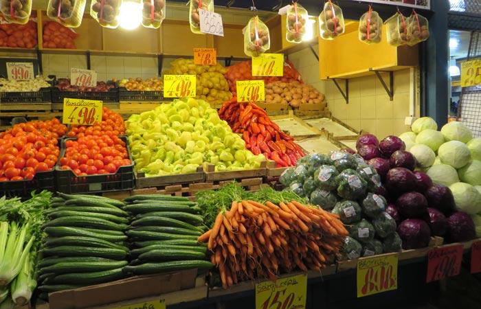Puesto de verduras del Mercado Central de Budapest