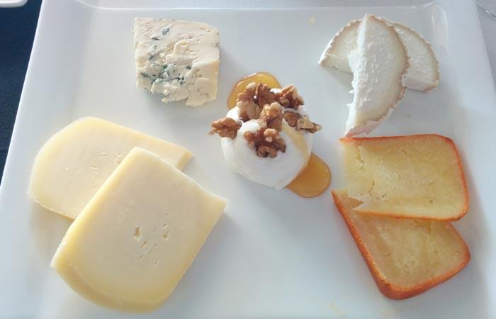 Tabla de quesos comer en Freixo de Espada