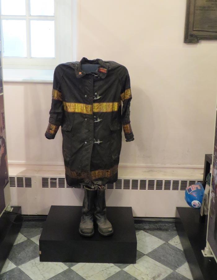 Uniforme de un bombero del 11-S en St. Paul's Chapel