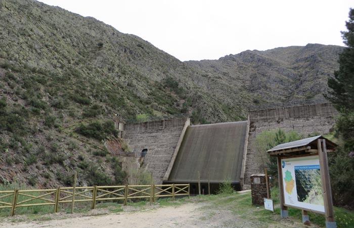 Zona recreativa de la presa de Majá Robledo senderismo en Las Hurdes