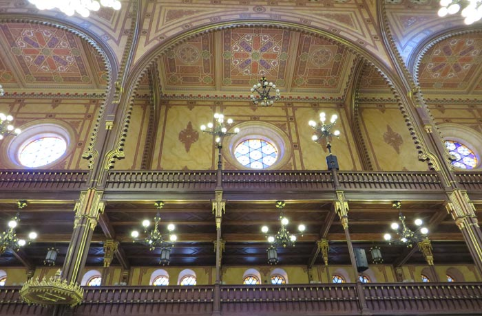 Decoración del interior de la Gran Sinagoga de Budapest