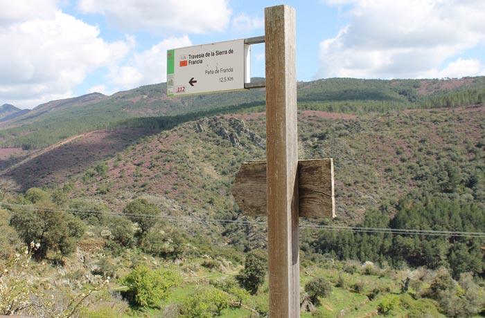 Indicación del tramo del GR-10 a la Peña de Francia rutas por la Sierra de Francia