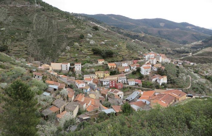 Vista de la alquería de Huetre senderismo en Las Hurdes