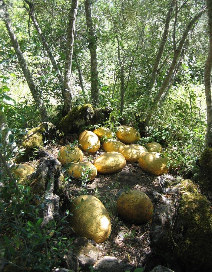Piedras convertidas en huevos de oro obra de Félix Curto Camino de los Prodigios