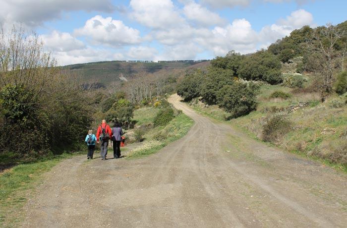 Inicio a la izquierda de la ruta Monsagro rutas por la Sierra de Francia
