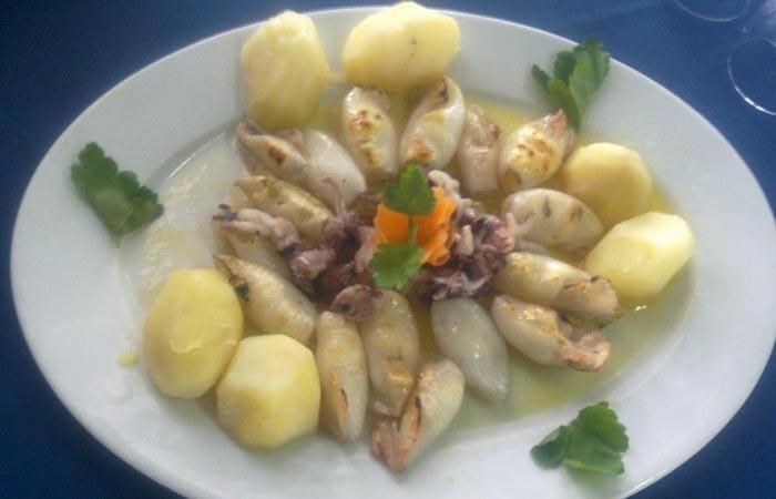 Lulas Grelhadas (chipirones a la plancha) del Clube de Vela de Costa Nova Comer en Aveiro