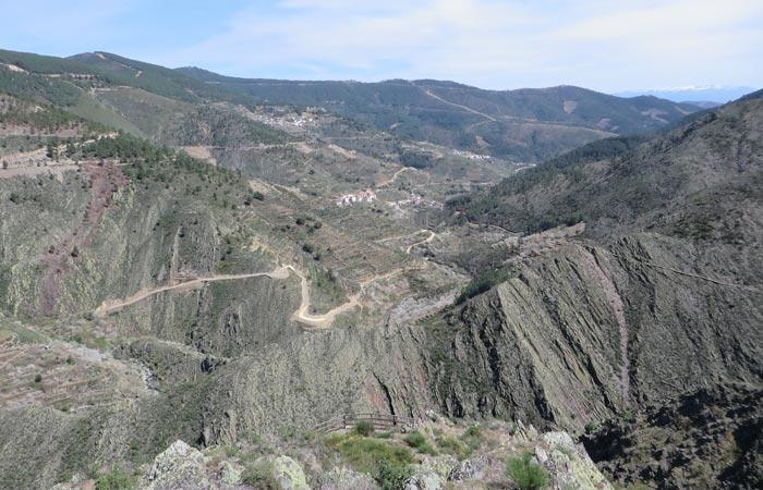 Panorámica del valle por el que discurre la senda senderismo en Las Hurdes