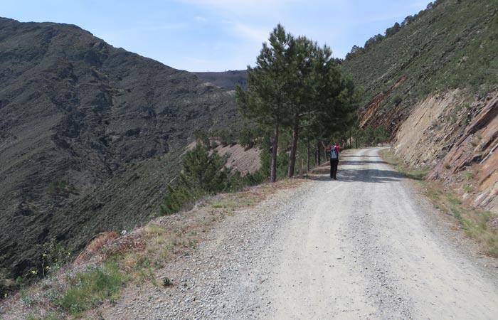 Pista presa Majá Robledo senderismo en Las Hurdes