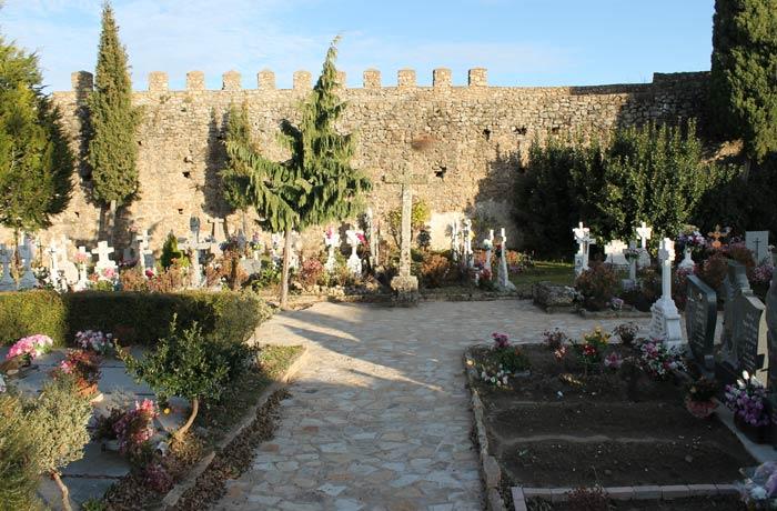 Cementerio ubicado en el interior del Castillo de San Martín del Castañar