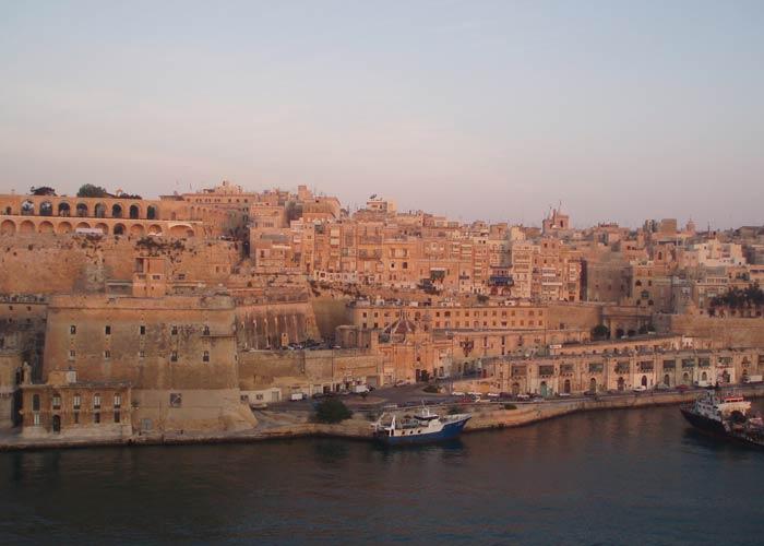 El color arena tan característico de las construcciones qué hacer en Malta