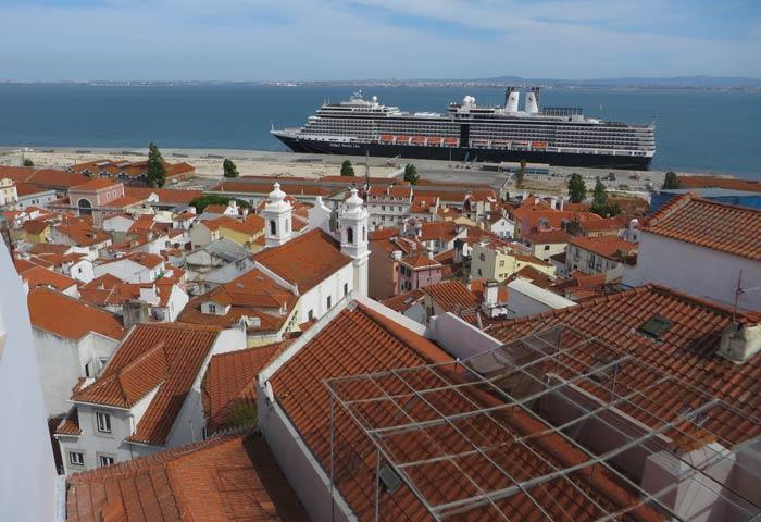 El Tajo y un crucero desde el Mirador de Santa Luzia miradores de Lisboa
