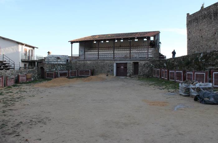 Tendido principal de la plaza de toros de San Martín del Castañar