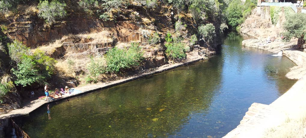 Piscina natural de las mestas viaje con pablo for Piscinas naturales en portugal