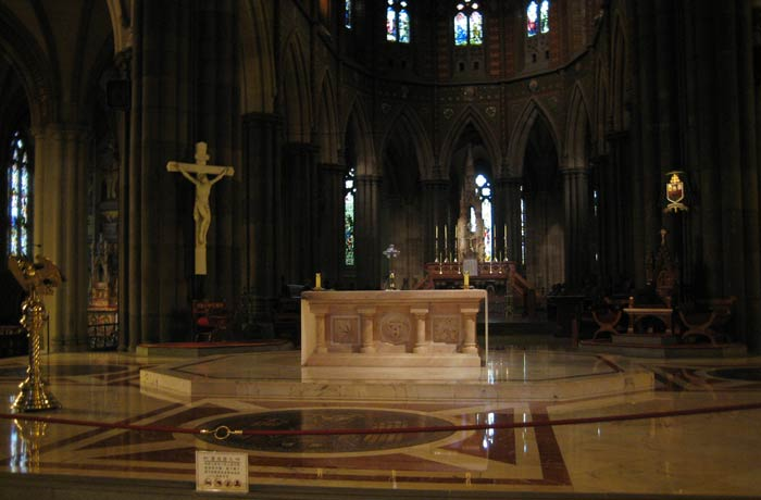 Altar mayor de la Catedral de San Patricio qué ver en Melbourne