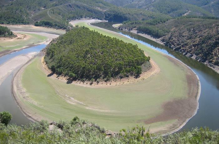 El Meandro Melero, sin apenas caudal por el Alagón, en agosto de 2011