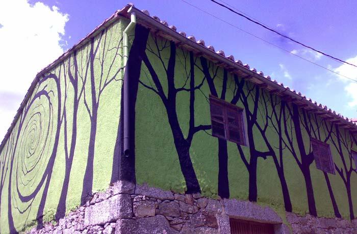 Mural en una casa de Miranda del Castañar de Pablo S. Herrero Camino de los Prodigios