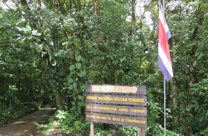 Entrada al Parque Nacional del Volcán Tenorio Río Celeste
