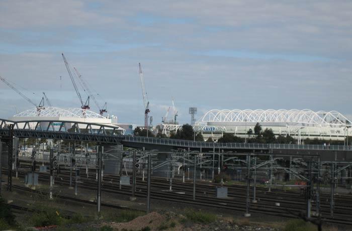 El Rod Laver Arena, detrás de las vías del ferrocarril qué ver en Melbourne