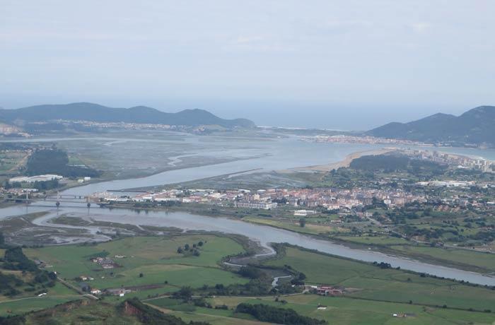 Marismas de Santoña y ría de Treto desde el pico Candiano