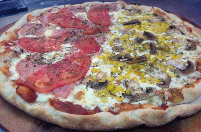 Pizza napolitana y vegetariana de Macondo comer en Formentera
