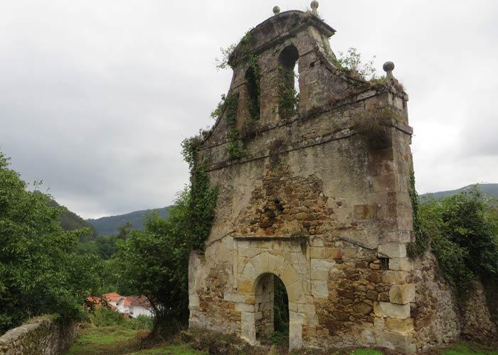 Ruinas de la iglesia de Nuestra Señora de la Purificación en Marrón subida a la Bien Aparecida