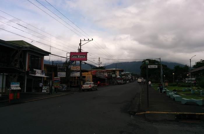 Una calle de La Fortuna de San Carlos