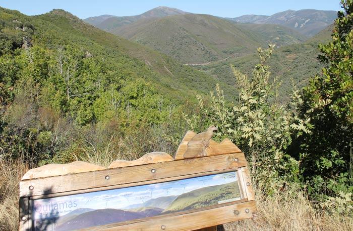Panel informativo en el mirador de la Sierra de las Quilamas senderismo en Salamanca Miradores de las Sierras