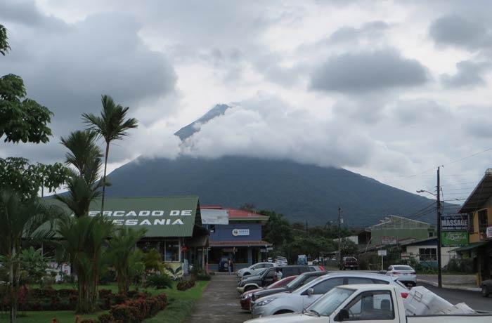 El Volcán Arenal desde La Fortuna de San Carlos