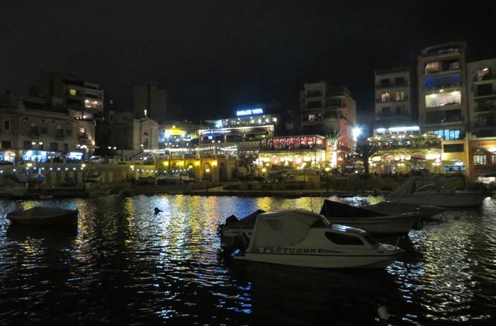 Spinola Bay en San Julián Malta en cuatro días
