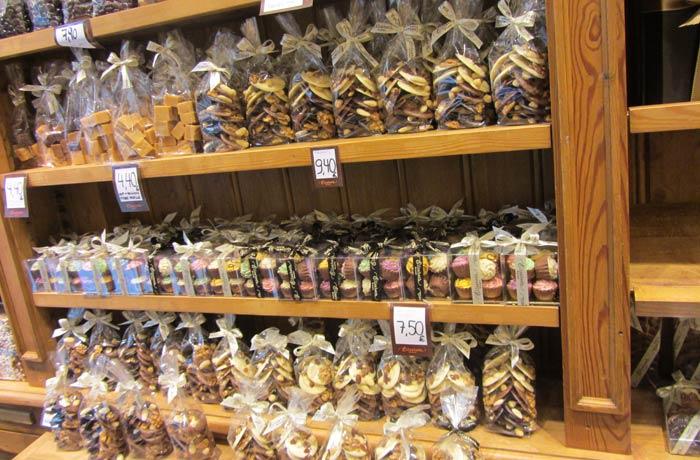 Chocolates expuestos en una tienda Bruselas en dos días