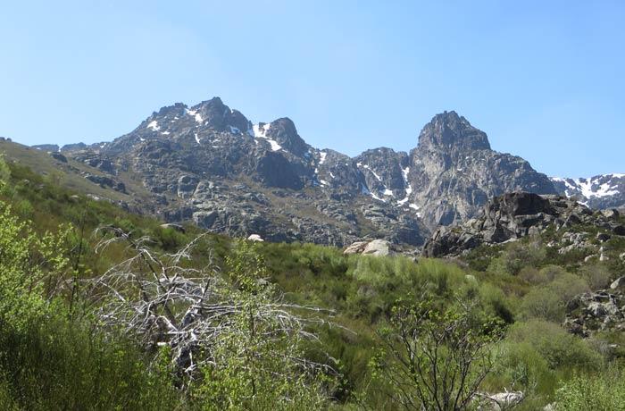 Cumbres de la Sierra de la Estrella vistas desde la ruta