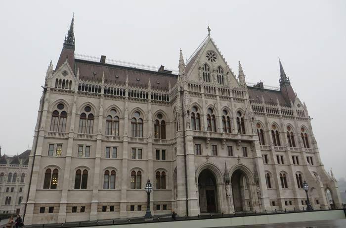 Fachada sur visita al Parlamento de Budapest