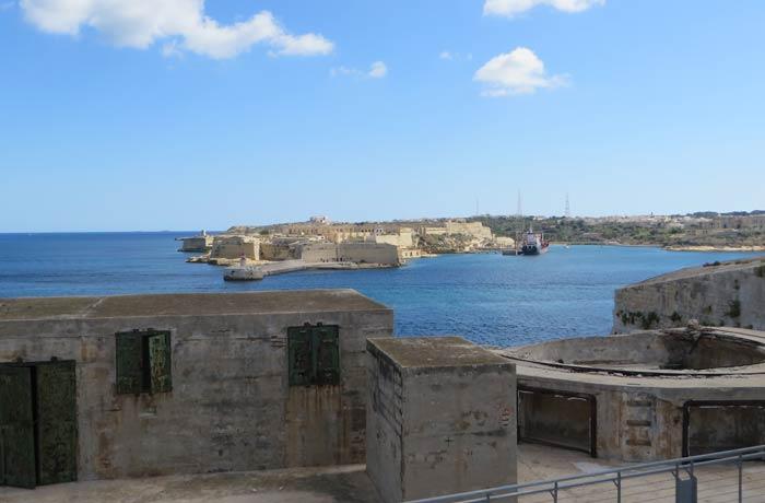 Fuerte de San Telmo con el fuerte Ricasoli al fondo qué ver en La Valeta