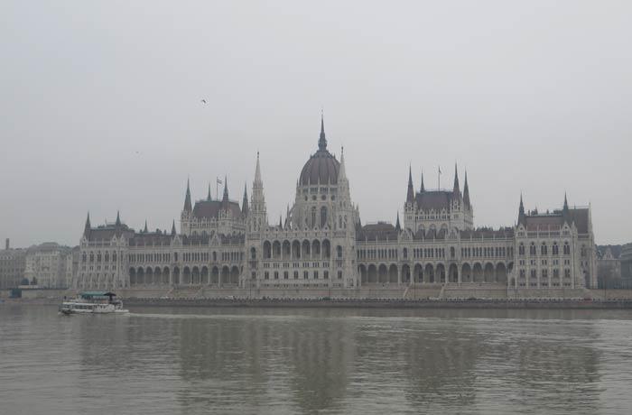 El Parlamento desde Batthyány tér