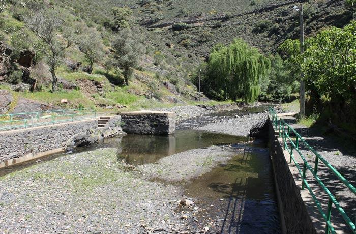 Piscina natural de Valero, fuera de la temporada de baño Camino de los Trasiegos