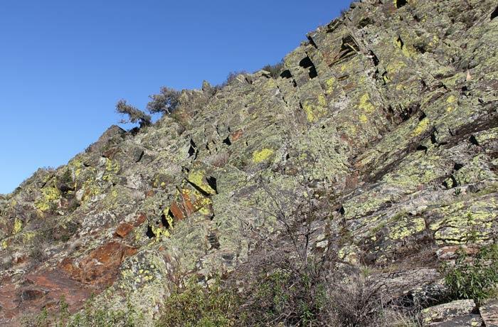 Macizo rocoso en el tramo entre San Esteban de la Sierra y Valero Camino de los Trasiegos