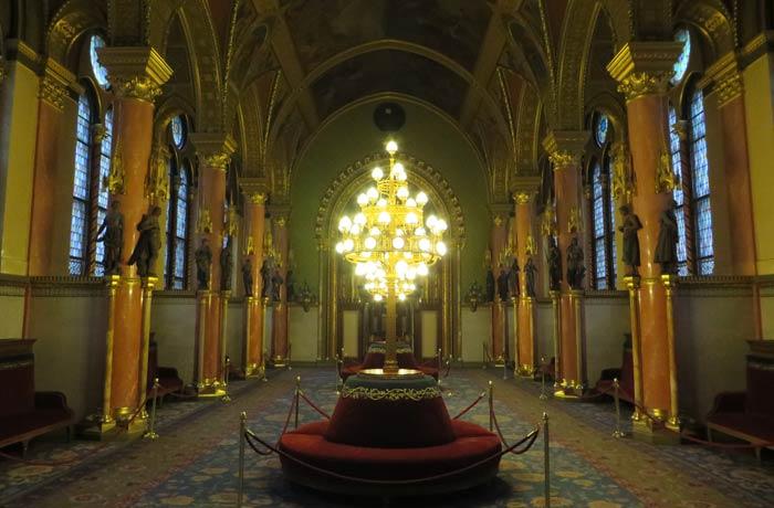 Una de las estancias visita al Parlamento de Budapest
