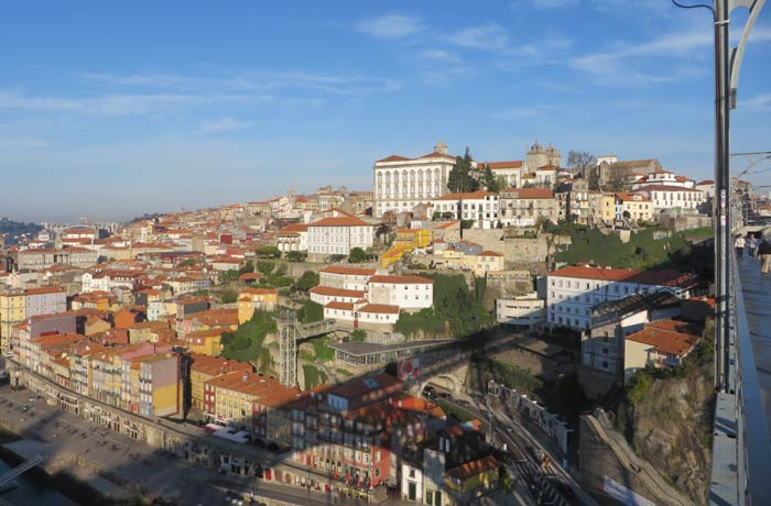 La Ribeira y el casco antiguo de Oporto, desde el puente Luis I