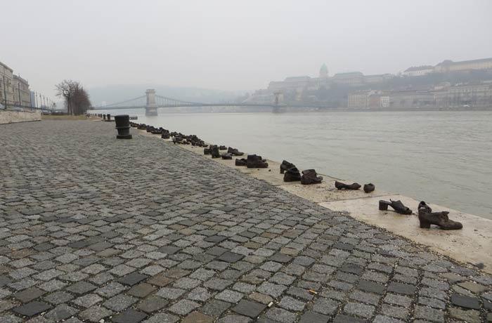 Los zapatos a la orilla del Danubio como homenaje a los judíos asesinados