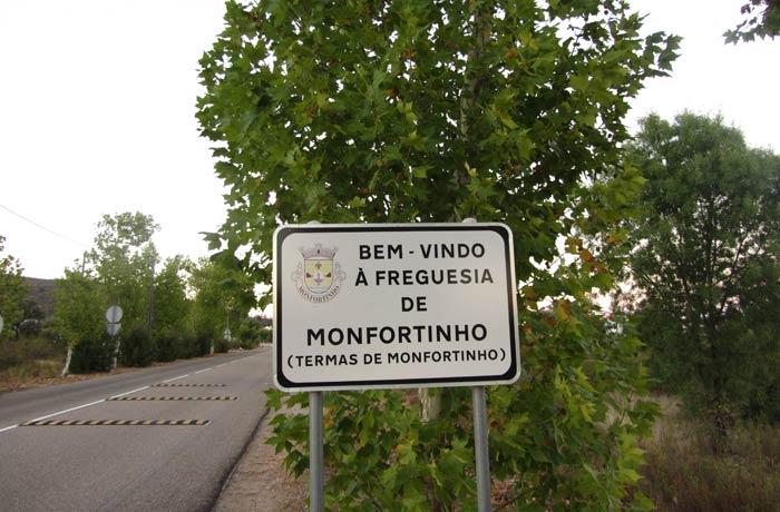 Cartel de bienvenida a Monfortinho
